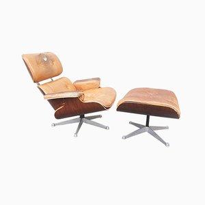 Sillón de palisandro con reposapiés de Charles & Ray Eames para Vitra, años 70