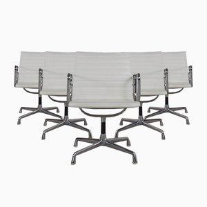 Sillas de escritorio modelo EA107 vintage de aluminio y cuero blanco de Charles & Ray Eames para Herman Miller. Juego de 6