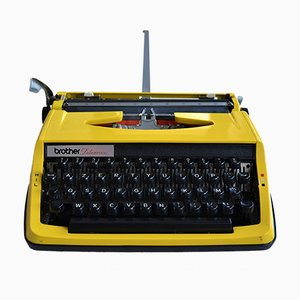 Vintage Deluxe800 Typewriter from Brother