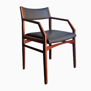 Armlehnstuhl aus Holz & schwarzem Kunstleder, 1970er