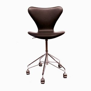 Schwarzer Modell 3217 Schreibtischstuhl mit Bezug aus Leder von Arne Jacobsen für Fritz Hansen, 1990er