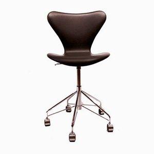 Silla de escritorio modelo 3217 de cuero negro de Arne Jacobsen para Fritz Hansen, años 90