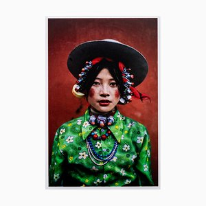 Steve MCCURRY - Tibet, colorful village girl, 1999, signed limited edition print
