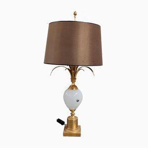 Lámpara de mesa Mid-Century de latón y vidrio opalino de Boulanger