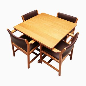 Juego de mesa de comedor y sillas danesas Mid-Century de Børge Mogensen para Fredericia, años 60. Juego de 5