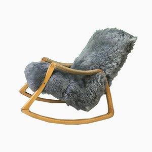 Sedia a dondolo vintage in legno curvato e pelle di pecora di TON, anni '60