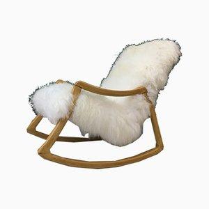 Sedia a dondolo vintage in legno curvato e pelle di pecora di TON