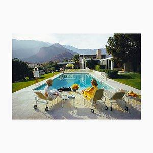 Poolside Gossip Druck von Slim Aarons für Galerie Prints