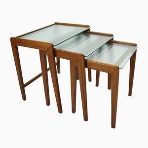 Tavolini ad incastro Mid-Century in noce e vetro, Danimarca, anni '60