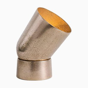 Skulpturale Tischlampe aus Bronze von Henry Wilson