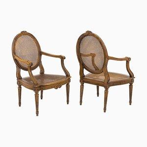 Louis XVI Armlehnstühle aus Nussholz mit Sitzgeflecht, 2er Set