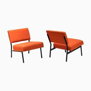 Sillas auxiliares de metal y tela naranja de Pierre Guariche, años 50. Juego de 2