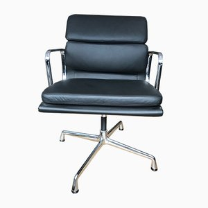 Sedia girevole EA 208 di Charles & Ray Eames per Vitra, inizio XXI secolo