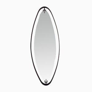 Espejo colgante italiano oval con marco de metal negro de Fontana Arte, años 50