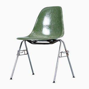 Sedia da pranzo Mid-Century in fibra di vetro di Charles & Ray Eames per Herman Miller
