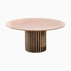 Mesa de comedor Doris redonda de mármol rosa y bronce fundido de Fred & Juul