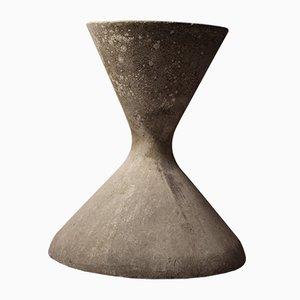 Macetero con forma de reloj de arena de hormigón de Willy Guhl, años 60