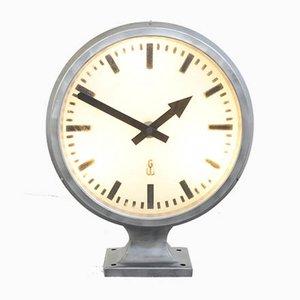 Reloj industrial grande retroiluminado, años 60