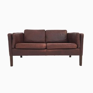 Sofá de dos plazas danés de cuero marrón rojizo, años 60