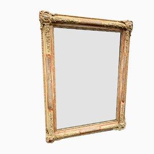 Espejo francés antiguo de madera tallada y gesso en dorado