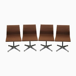 Sedie EA 107 & EA 106 di Charles and Ray Eames per Vitra and Table di Herman Miller, anni '60, set di 7