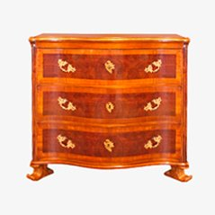 Antique Chest of Drawers in Walnut, 1740s