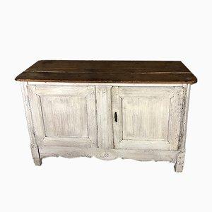 Mueble de televisor antiguo en blanco