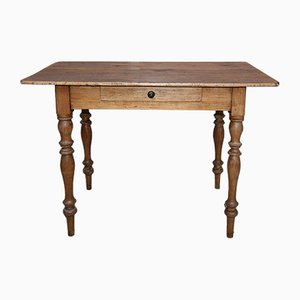 Mesa de comedor antigua pequeña