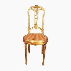 Antiker Beistellstuhl aus geschnitztem Holz