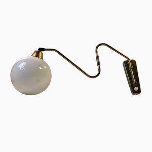 Moderne dänische Wandlampe aus Messing, 1960er
