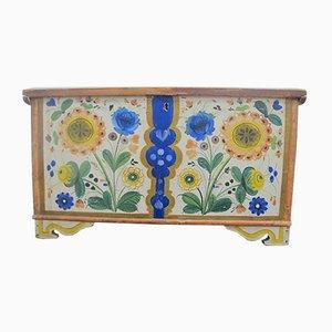 Bemalte antike Holztruhe