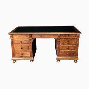 Großer antiker französischer Schreibtisch aus Nussholz