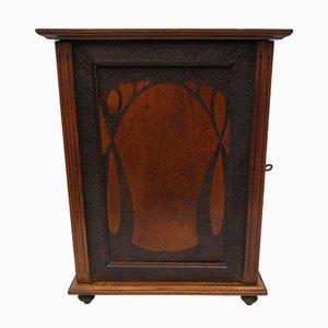 Antiker Schrank aus Holz im Jugendstil