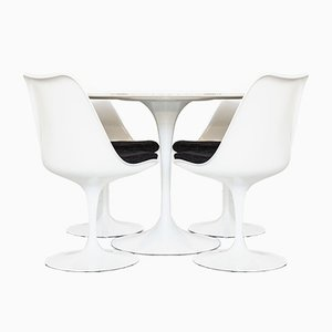 Mid-Century Tulip Dining Table & Chairs Set by Eero Saarinen for Knoll Inc. / Knoll International, Set of 5