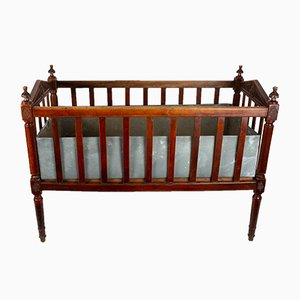 Antikes Kinderbett aus Nussholz
