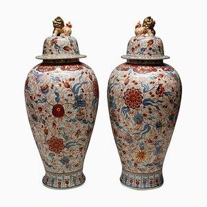Große antike japanische Imari Bodenvasen, 2er Set