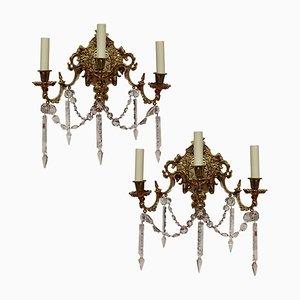 Apliques franceses antiguos de bronce dorado y cristal tallado. Juego de 2