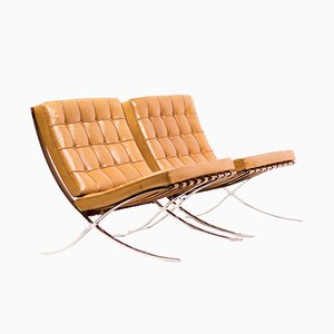 Poltrone Barcelona in pelle color cognac di Ludwig Mies van der Rohe per Knoll Inc. / Knoll International, anni '60, set di x2