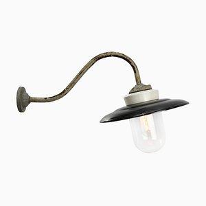 Schwarz emaillierte Mid-Century Wandlampe aus Gusseisen