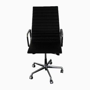 Sedia da scrivania EA 119 in metallo cromato e pelle di Charles & Ray Eames per Vitra, inizio XXI secolo