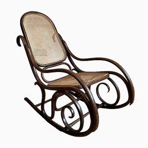 Antiker viktorianischer Schaukelstuhl aus Bugholz mit Sitzgeflecht von Michael Thonet für Thonet