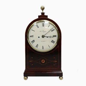 Reloj Regency inglés antiguo de caoba con incrustaciones de Thwaites & Reed, década de 1820