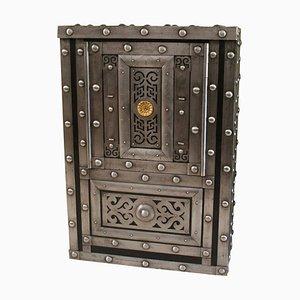Caja fuerte italiana de hierro forjado tachonado, siglo XIX