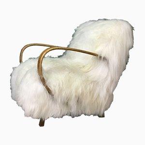 Butaca Mid-Century de piel de oveja y madera curvada de Jindřich Halabala