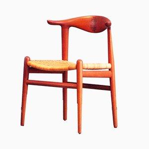 Sedia in pelle di mucca di Hans J. Wegner per Johannes Hansen, anni '60