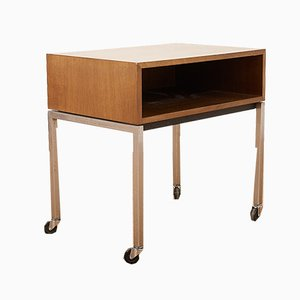Tavolino Mid-Century in metallo cromato e noce di Florence Knoll Bassett per Knoll Inc. / Knoll International, anni '60