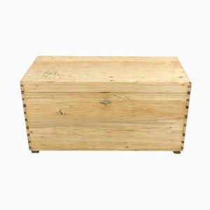 Cajonera antigua de madera de pino