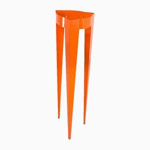 Perchero modelo Chase G naranja con trípode de Michiel van der Kley para van Esch, década de 2000