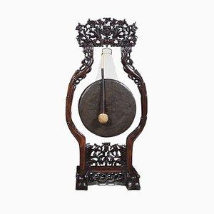 Großer antiker chinesischer Gong mit Schnitzereien