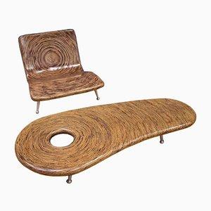 Tavolino e poltrona di A. Clayton Tugonon per SNUG, inizio XXI secolo